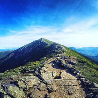 The trip feels perilous and has a few steep points, but after hiking Lafayette, Lincoln, and Haystack along the Franconia Ridge Trail, you know the view from the top is completely worth it. For this intense trip, who'd come along with you? Tag your group of adventurers. � 📷: @dirigoendurance #goEast #newhampshire #hikethewhites