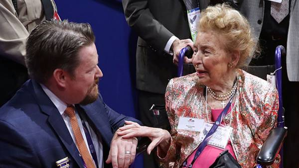 Image: Phyllis Schlafly, towering social conservative figure, dies at 92
