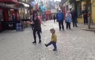 Toddler joins in with Irish dancer on the streets of Galway (VIDEO)